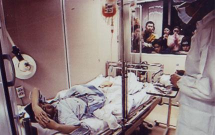 生と死のはざまで 自らの骨髄移植を映像記録した青年