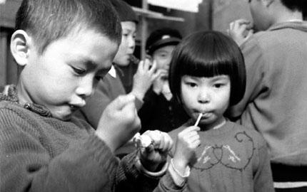 昭和30年代の日本・家族の生活 1.都会の子どもたち編